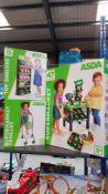 (R3L) Toys. 3 Items. 1 X Toy Supermarket, 1 X Toy Shelves & 1 X Supermarket Trolly