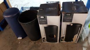 (R1F). Kitchen. 4 Items. 2 X 30L Pedal Bin Black, 1 X 30L Pedal Bin Dark Blue. & 1 X Tall Plast