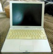 Apple g4 ibook in white, all in working order comes with charger