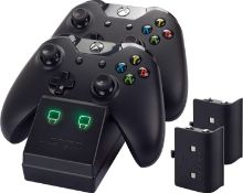 (R9C) Gaming. 7 Items. 2 X Turtle Beach Xbox One Ear Force Recon 70X Gaming Headset, 2 X Venom Xbo
