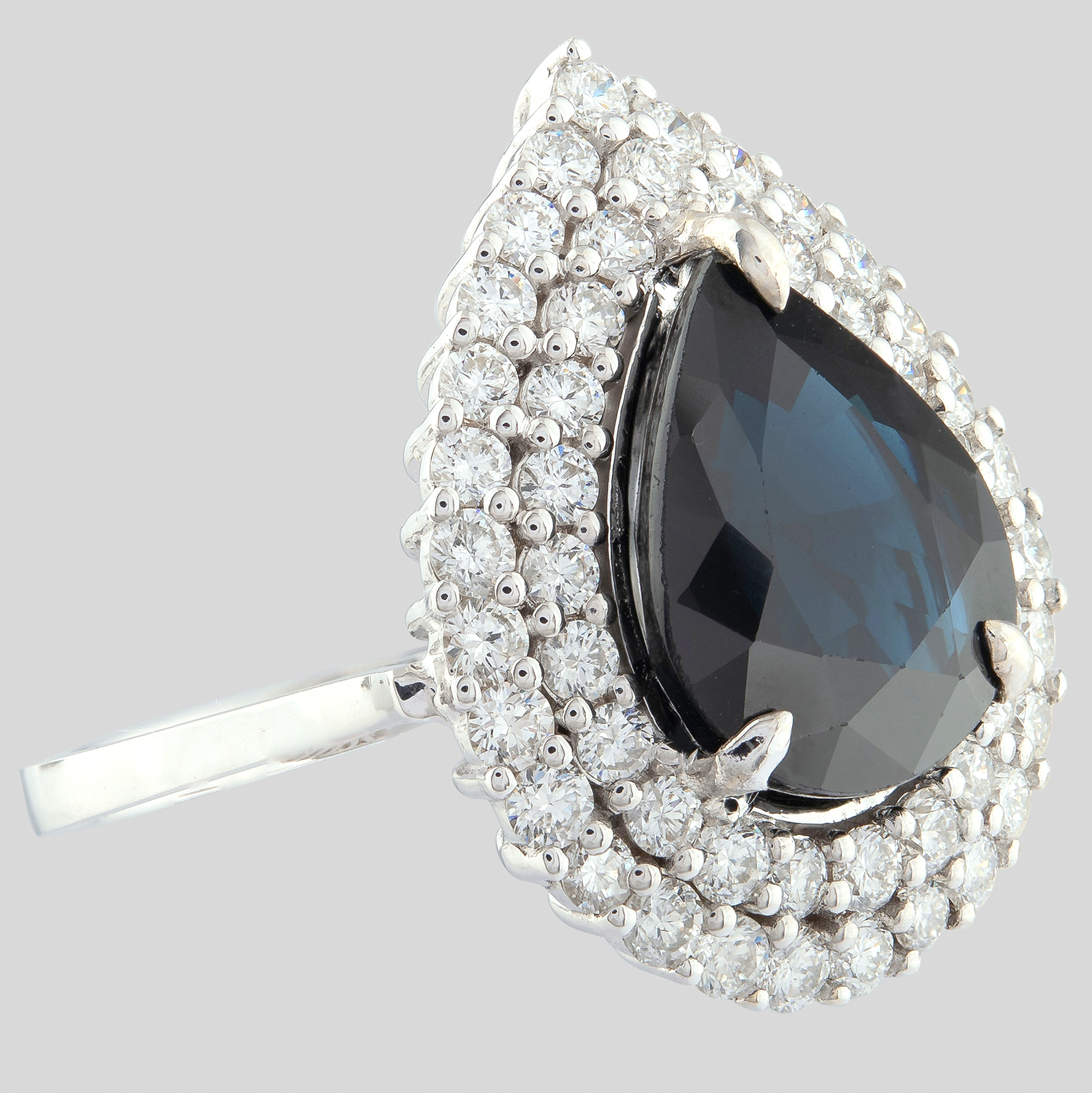 14K White Gold Cluster Ring 5,75 Ct. Natural Sapphire - 1,40 Ct. Diamond - Image 4 of 4
