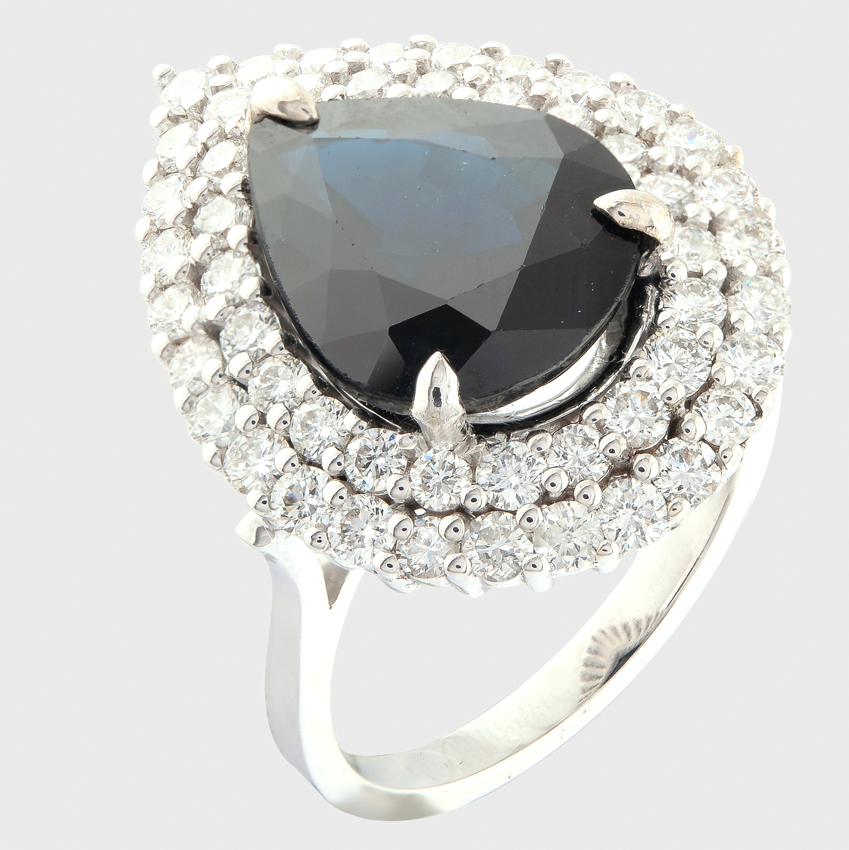 14K White Gold Cluster Ring 5,75 Ct. Natural Sapphire - 1,40 Ct. Diamond