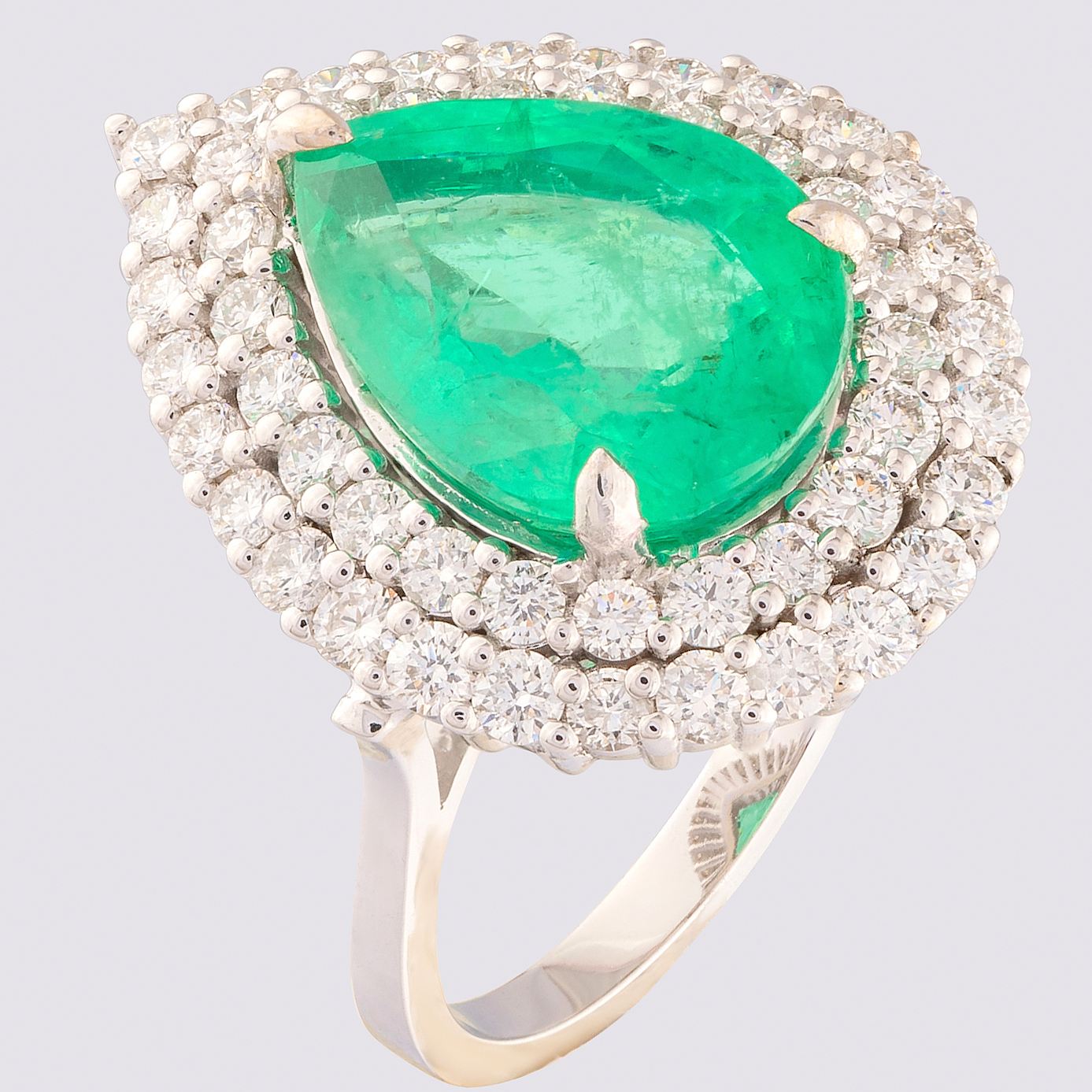 14K White Gold Cluster Ring 4,70 Ct. Natural Emerald - 1,40 Ct. Diamond