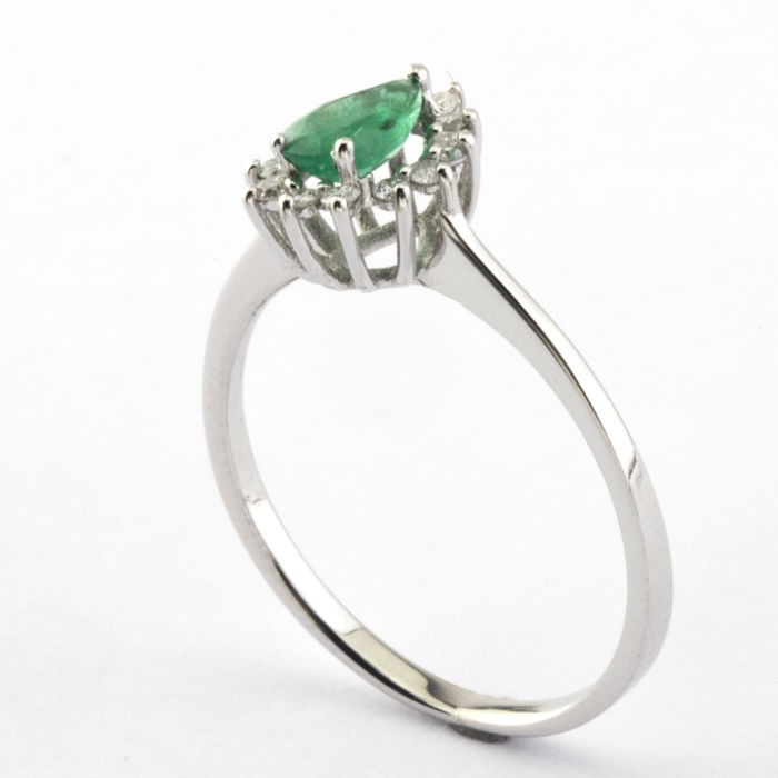 14K White Gold Cluster Ring , natural emerald and diamond - Image 3 of 5