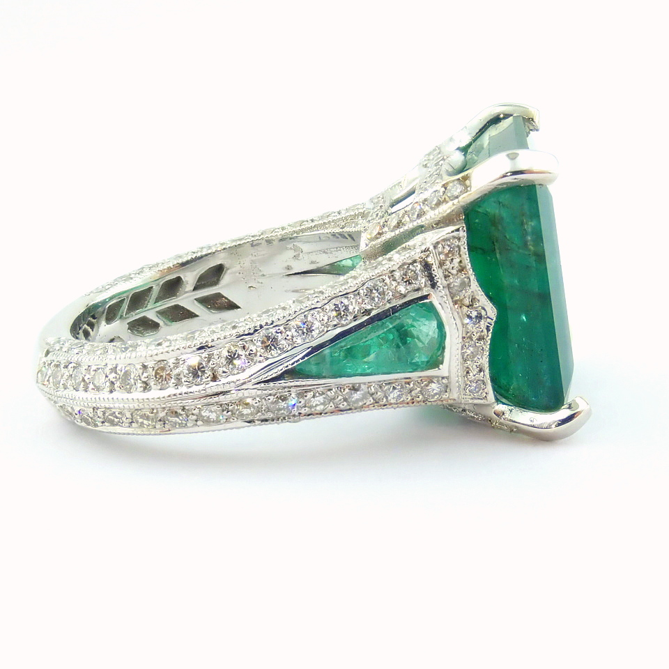 18K White Gold Cluster Ring - 4,75 Ct. Natural Emerald - 0,60 Ct. Diamond - Image 6 of 11