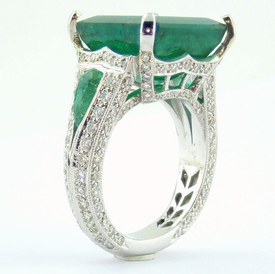 18K White Gold Cluster Ring - 4,75 Ct. Natural Emerald - 0,60 Ct. Diamond - Image 4 of 11
