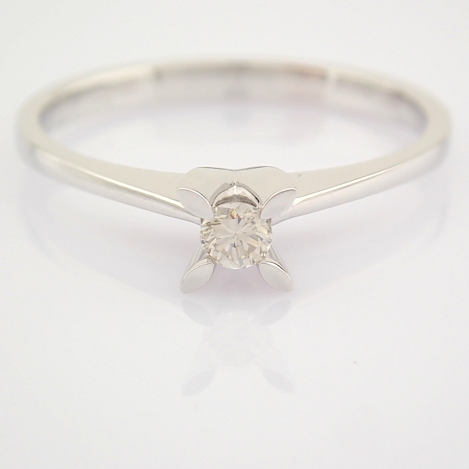 14 White Gold Diamond Solitaire Ring