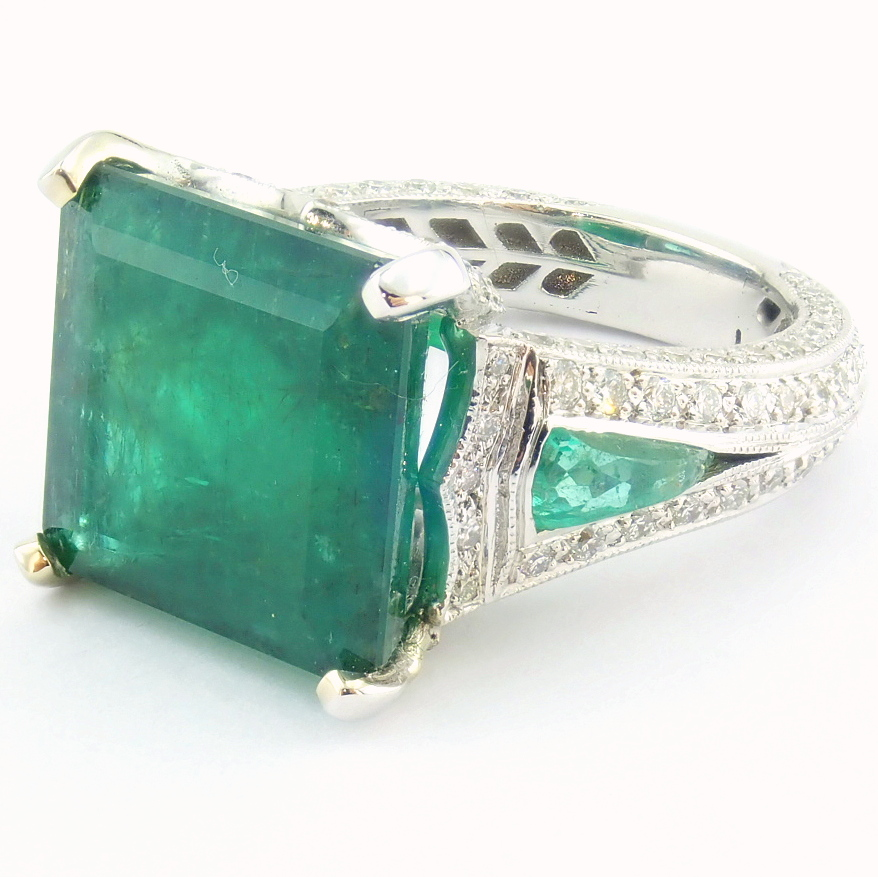 18K White Gold Cluster Ring - 4,75 Ct. Natural Emerald - 0,60 Ct. Diamond - Image 9 of 11