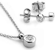 14K White Gold - Diamond Earring and Pendant set Total 0,30 Ct.