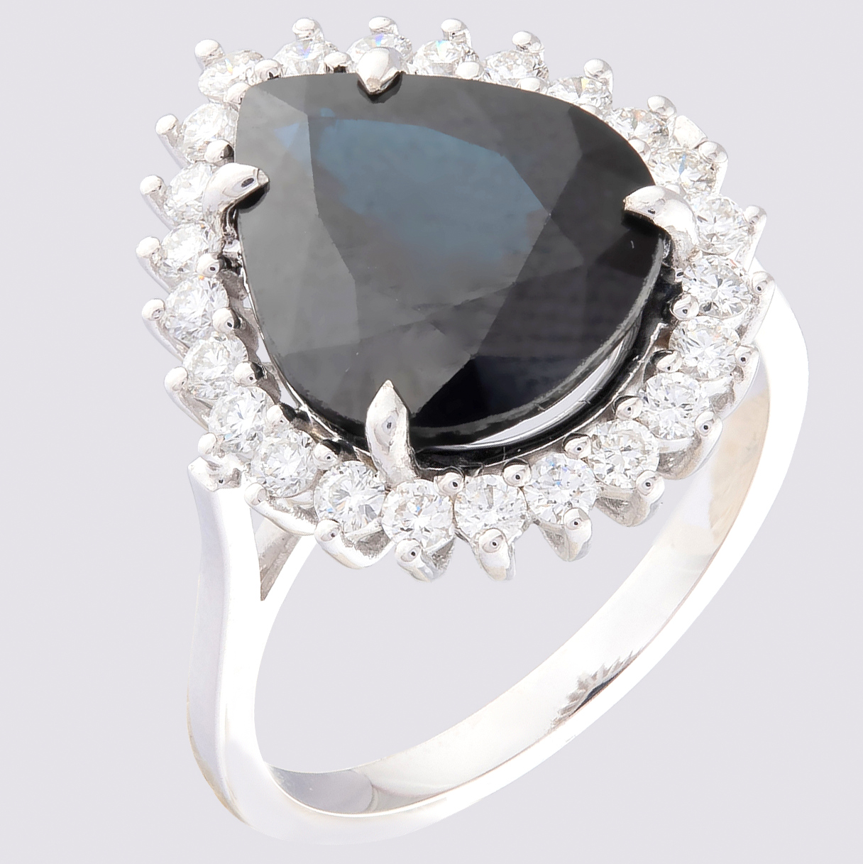 14K White Gold Cluster Ring - 5,75 Ct. Natural Sapphire - 0,60 Ct. Diamond