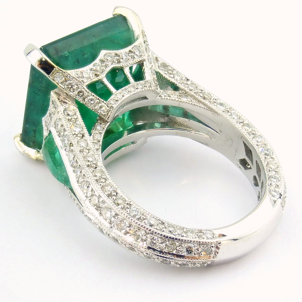 18K White Gold Cluster Ring - 4,75 Ct. Natural Emerald - 0,60 Ct. Diamond - Image 5 of 11