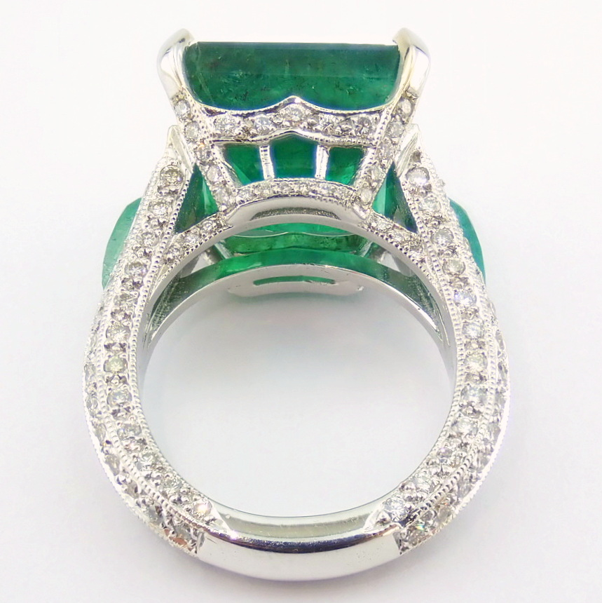 18K White Gold Cluster Ring - 4,75 Ct. Natural Emerald - 0,60 Ct. Diamond - Image 7 of 11