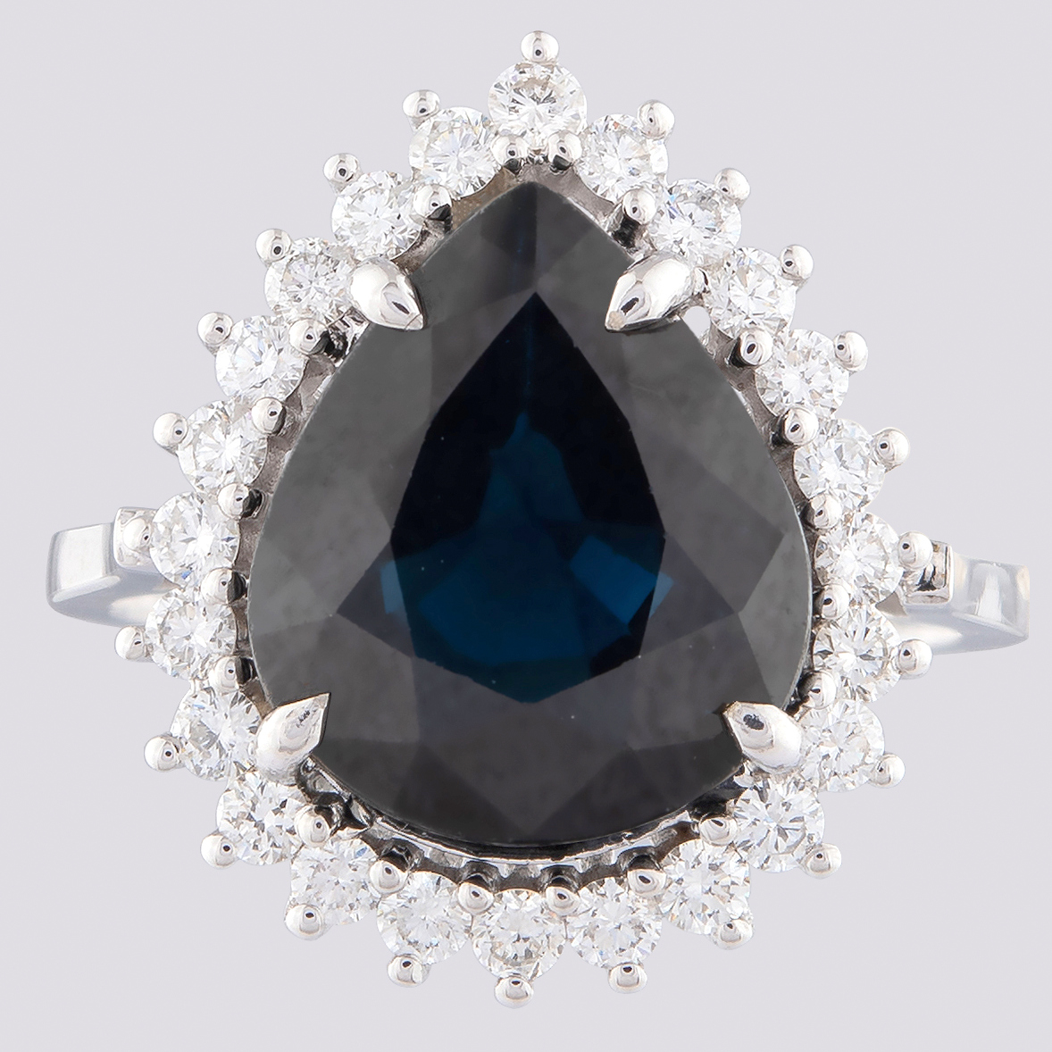 14K White Gold Cluster Ring - 5,75 Ct. Natural Sapphire - 0,60 Ct. Diamond - Image 4 of 4