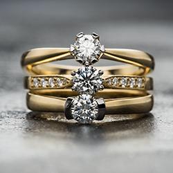 Diamond, Emerald & Sapphire Jewellery Sale Featuring a Stunning 33.5Ct. Diamond Bracelet