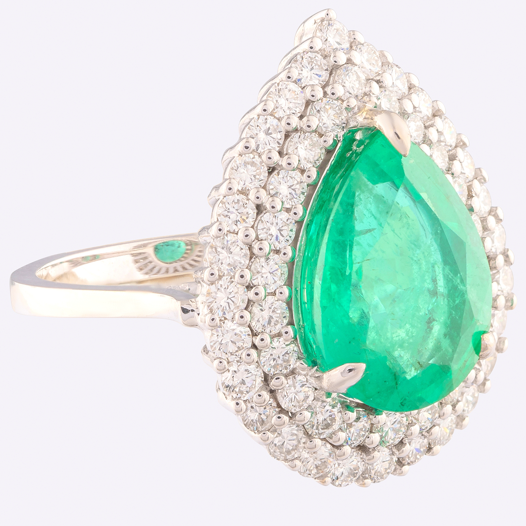 14K White Gold Cluster Ring 4,70 Ct. Natural Emerald - 1,40 Ct. Diamond - Image 3 of 4