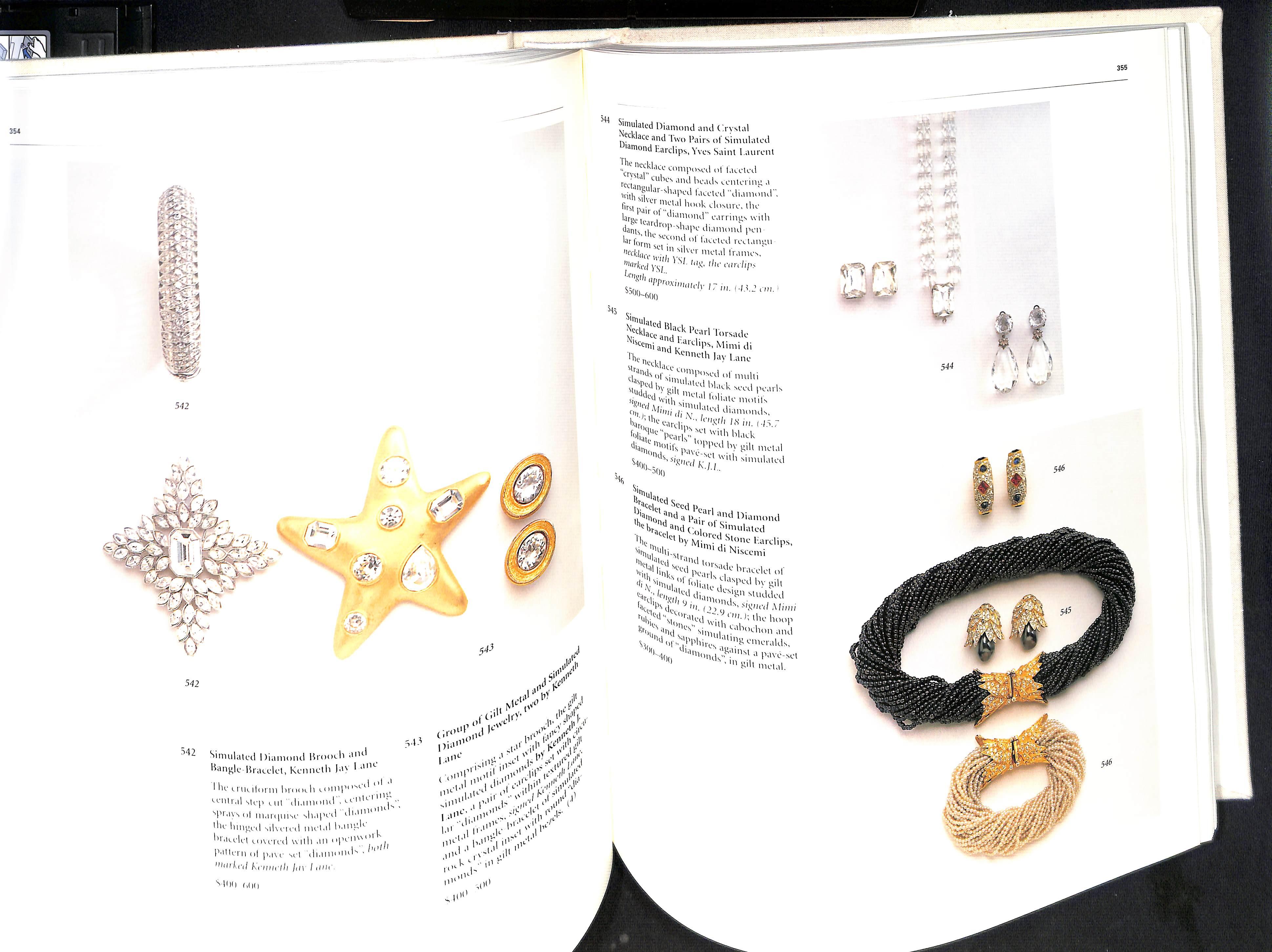 The Estate of Jacqueline Kennedy Onassis April 23-26 1996 Sothebys Hardback pages 584 - Image 4 of 10