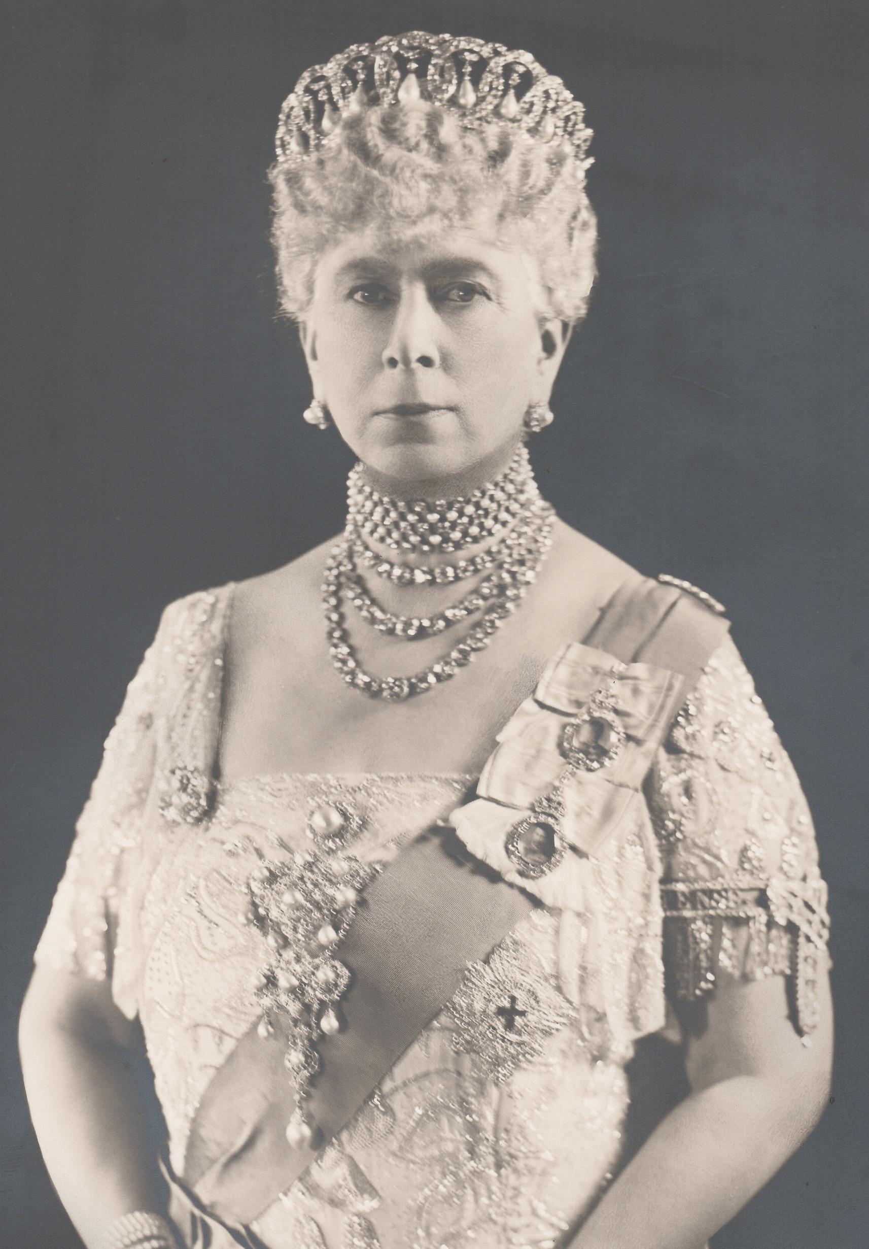 Royalty Queen Mary Original Signed Soper Studio Photograph. Queen Mary In Vladimir Tiara. - Image 3 of 4