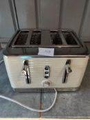 Russell Hobbs 4 slice toaster Ð RRP £25 Grade U