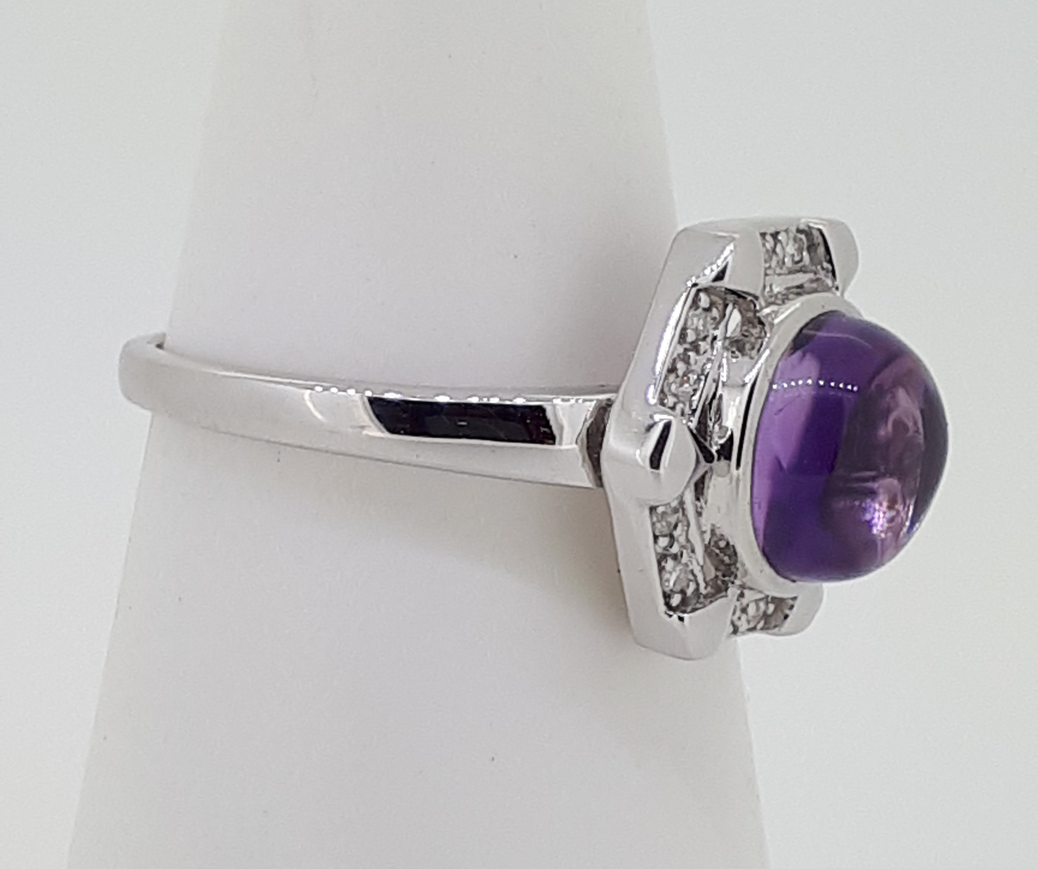 9ct White Gold Cabochon Amethyst & Diamond Ring - Image 2 of 4