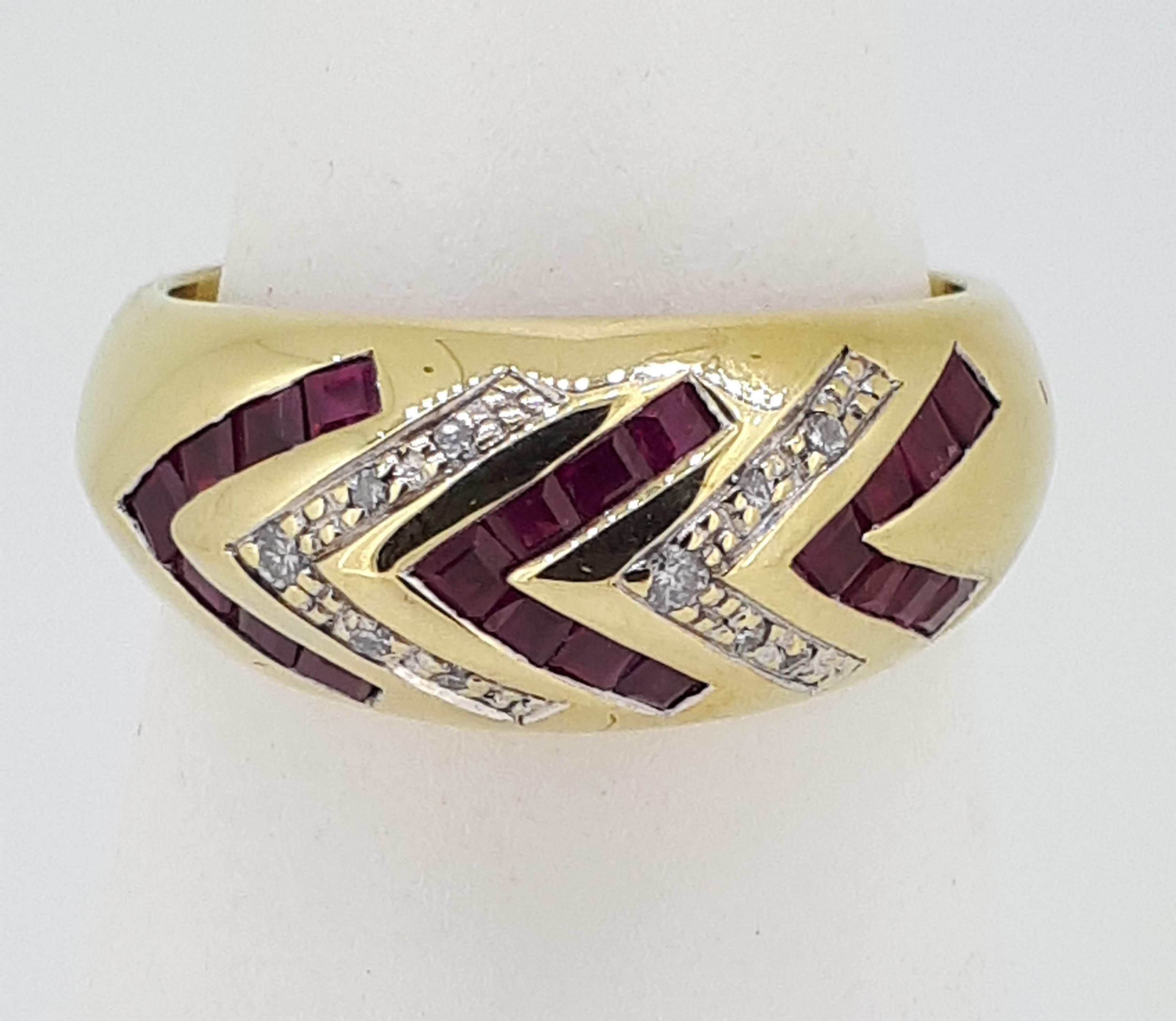 18ct (750) yellow Gold Ruby & Diamond Heavy Ring - Image 3 of 5