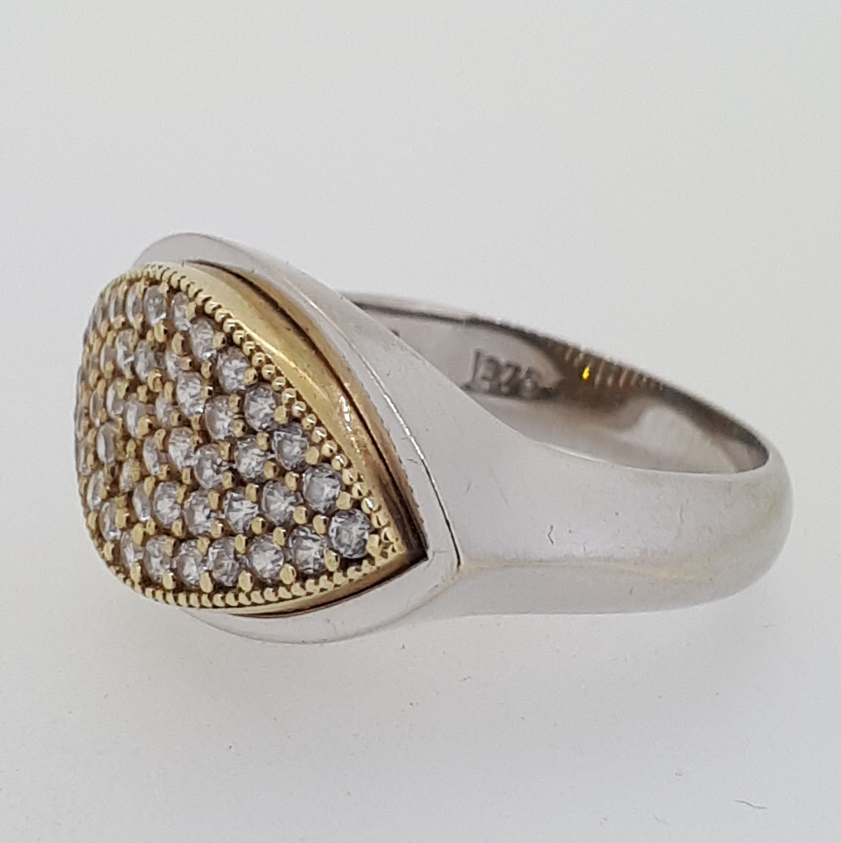 9ct (375) White & Yellow Gold Marquise-Shaped CZ Ring - Image 2 of 4