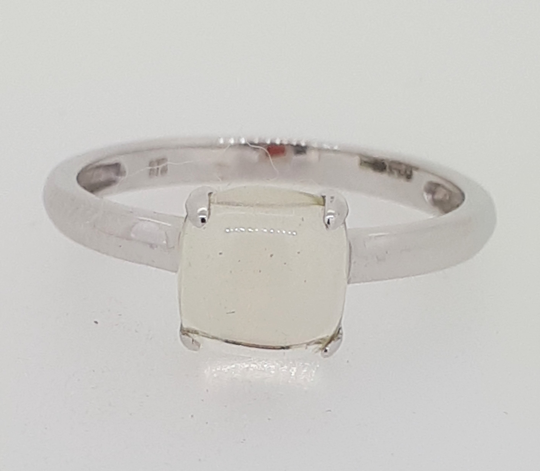 9ct (375) White Gold Lemon Quartz Cabochon Four Claw Ring