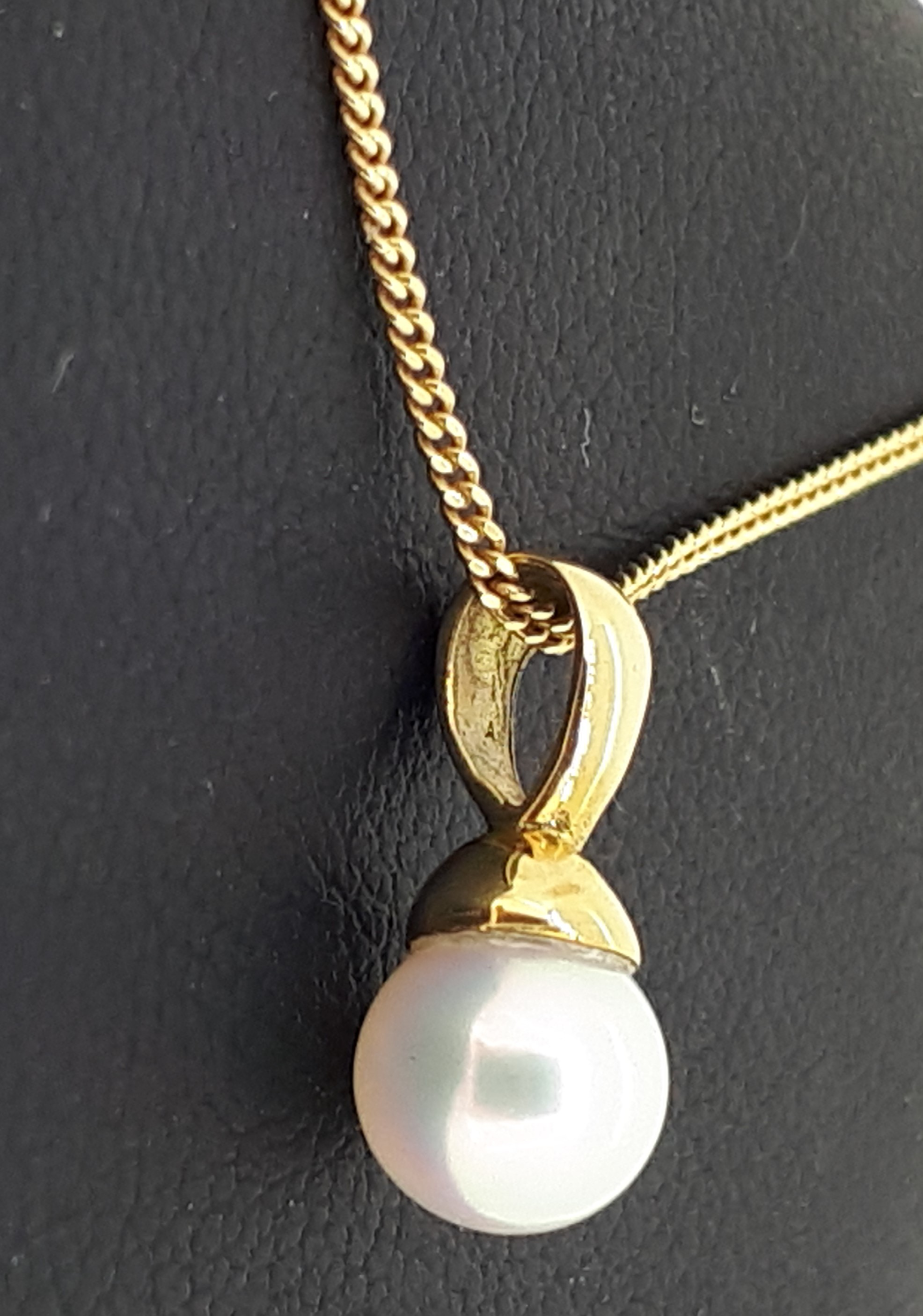 18ct (750) Yellow Gold 5.5-6mm Pearl Pendant on 18ct Yellow Gold Curb Chain - Image 4 of 4
