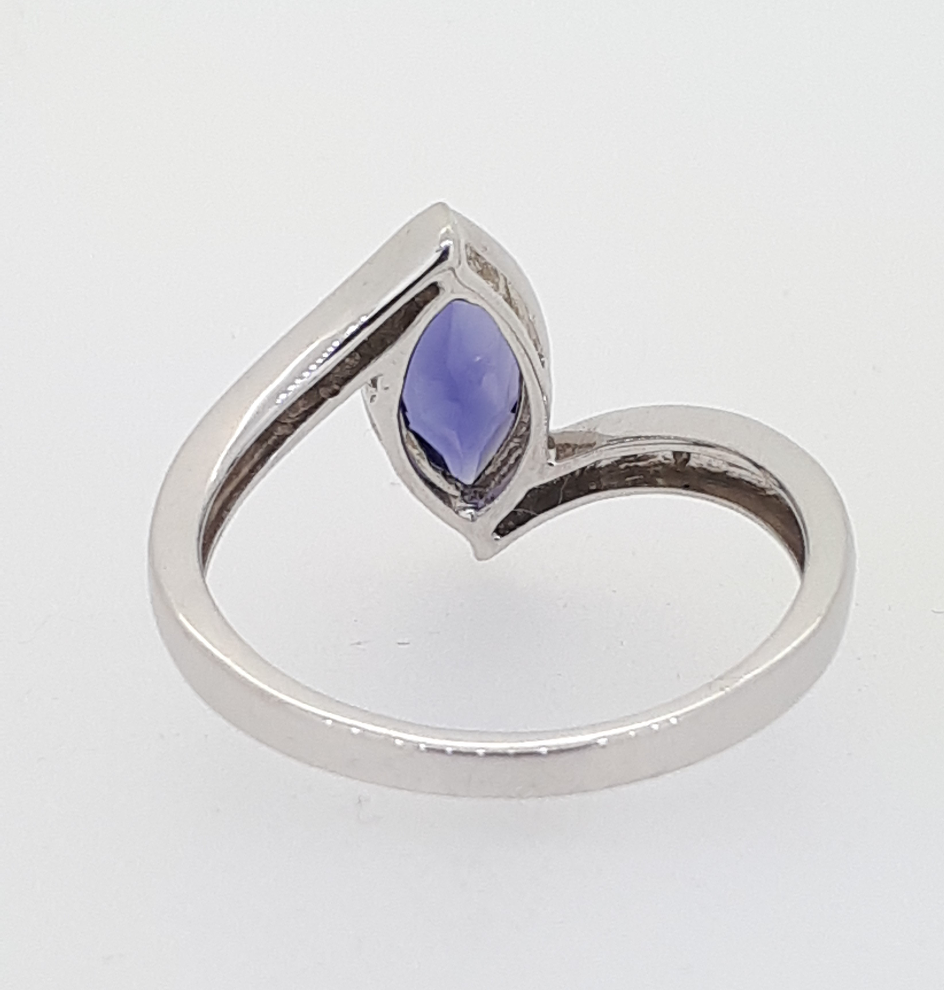 9ct (375) White Gold Diamond & Marquise Iolite Crossover Ring - Image 5 of 5