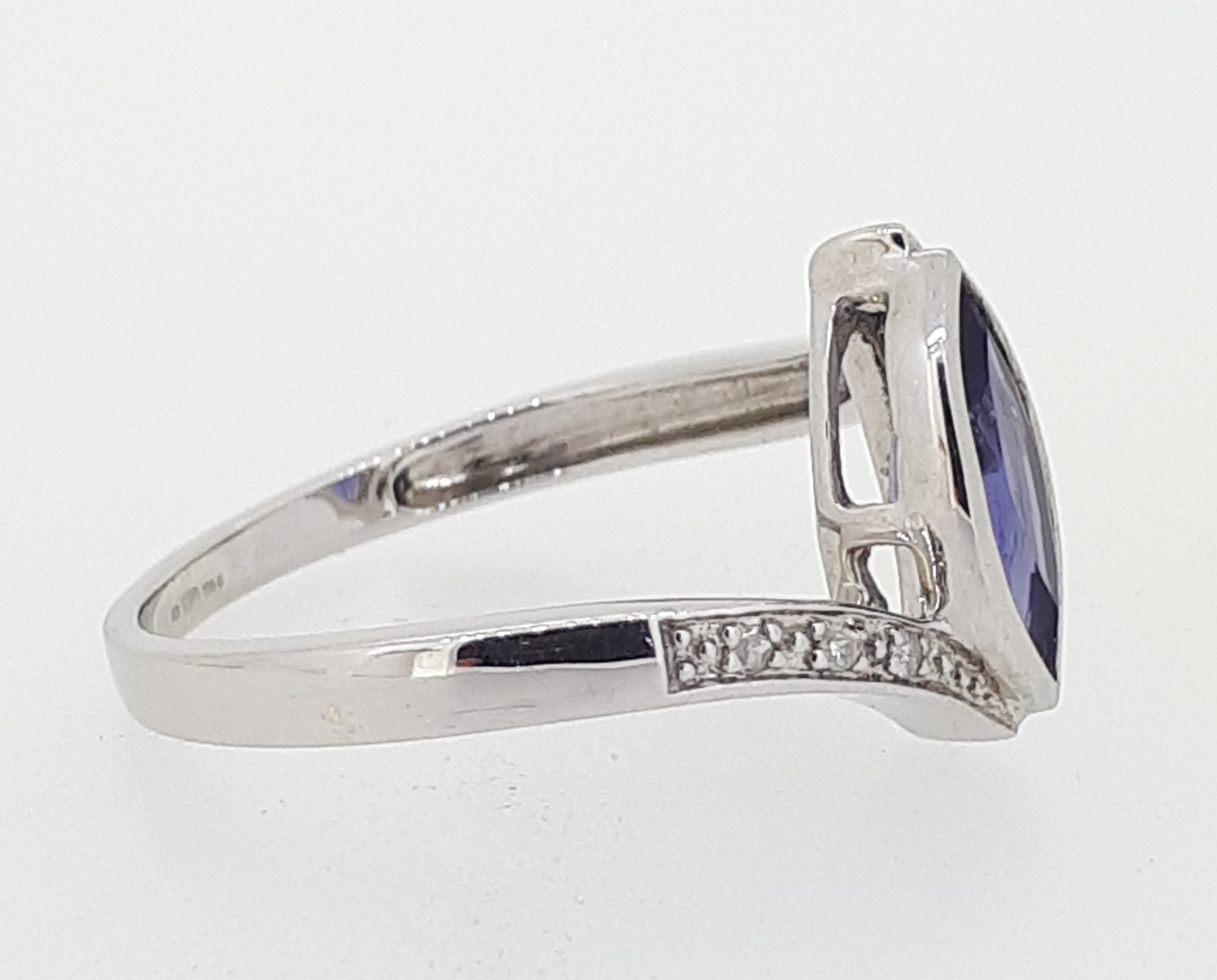 9ct (375) White Gold Diamond & Marquise Iolite Crossover Ring - Image 2 of 5