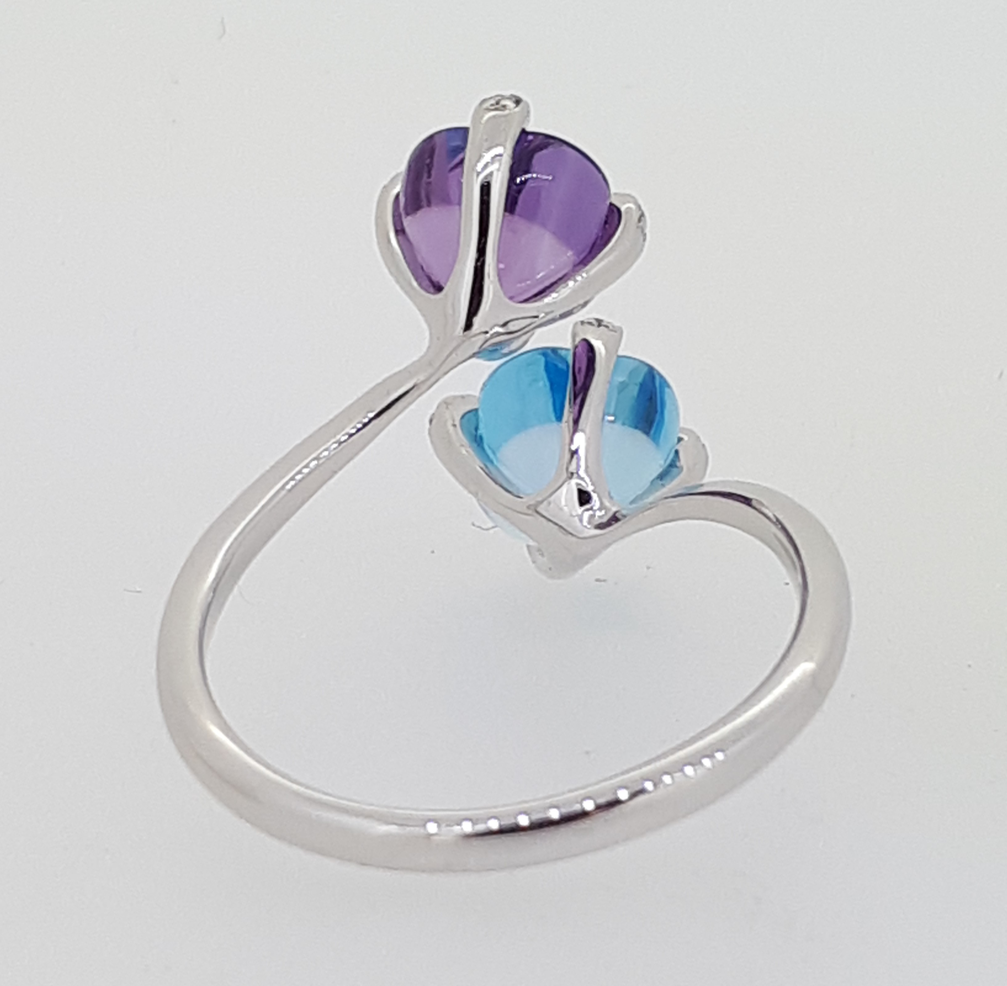 18ct (750) Topaz & Amethyst Crossover Ring with Diamond Claw Setting - Image 6 of 6