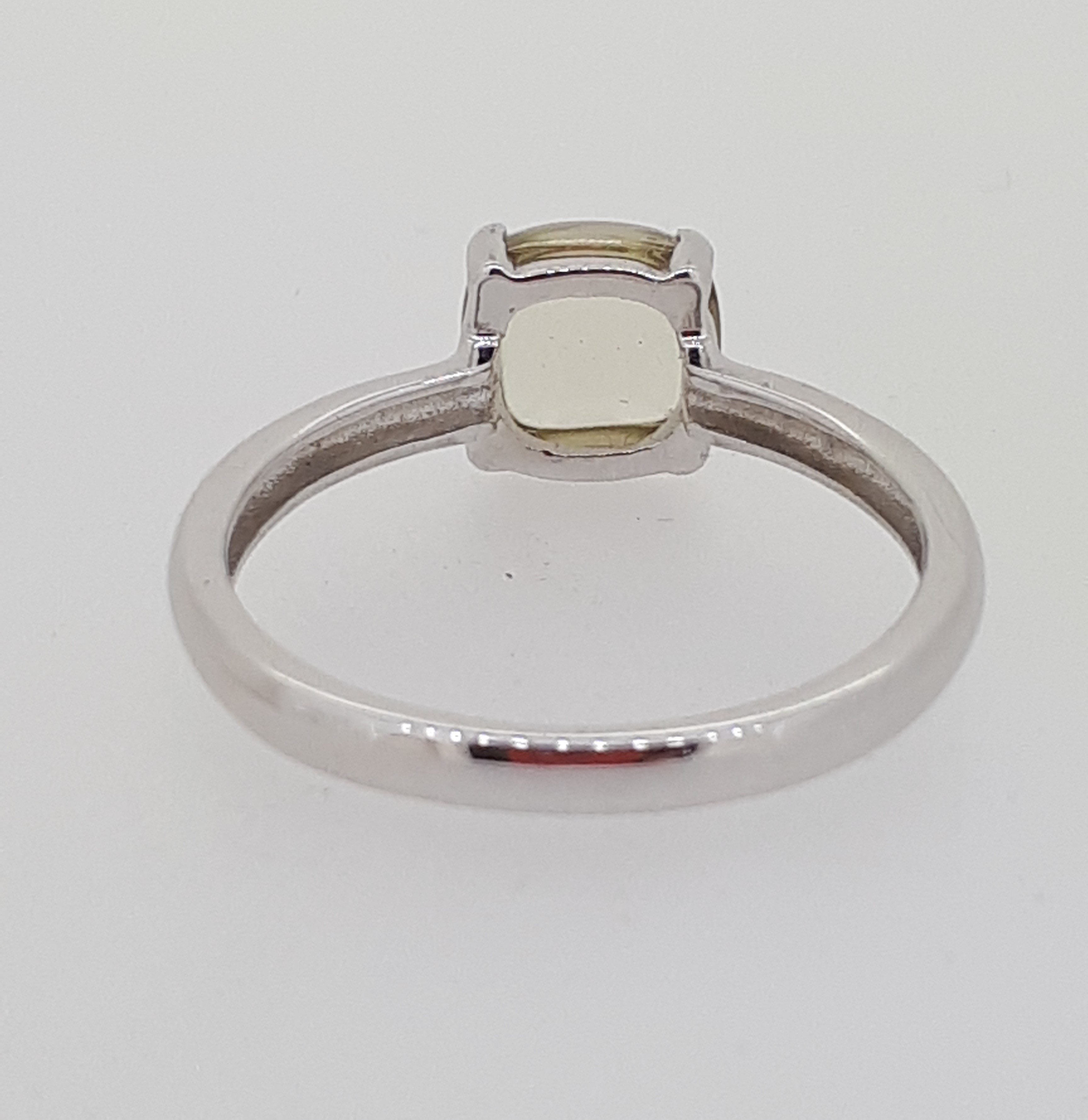 9ct (375) White Gold Lemon Quartz Cabochon Four Claw Ring - Image 4 of 4