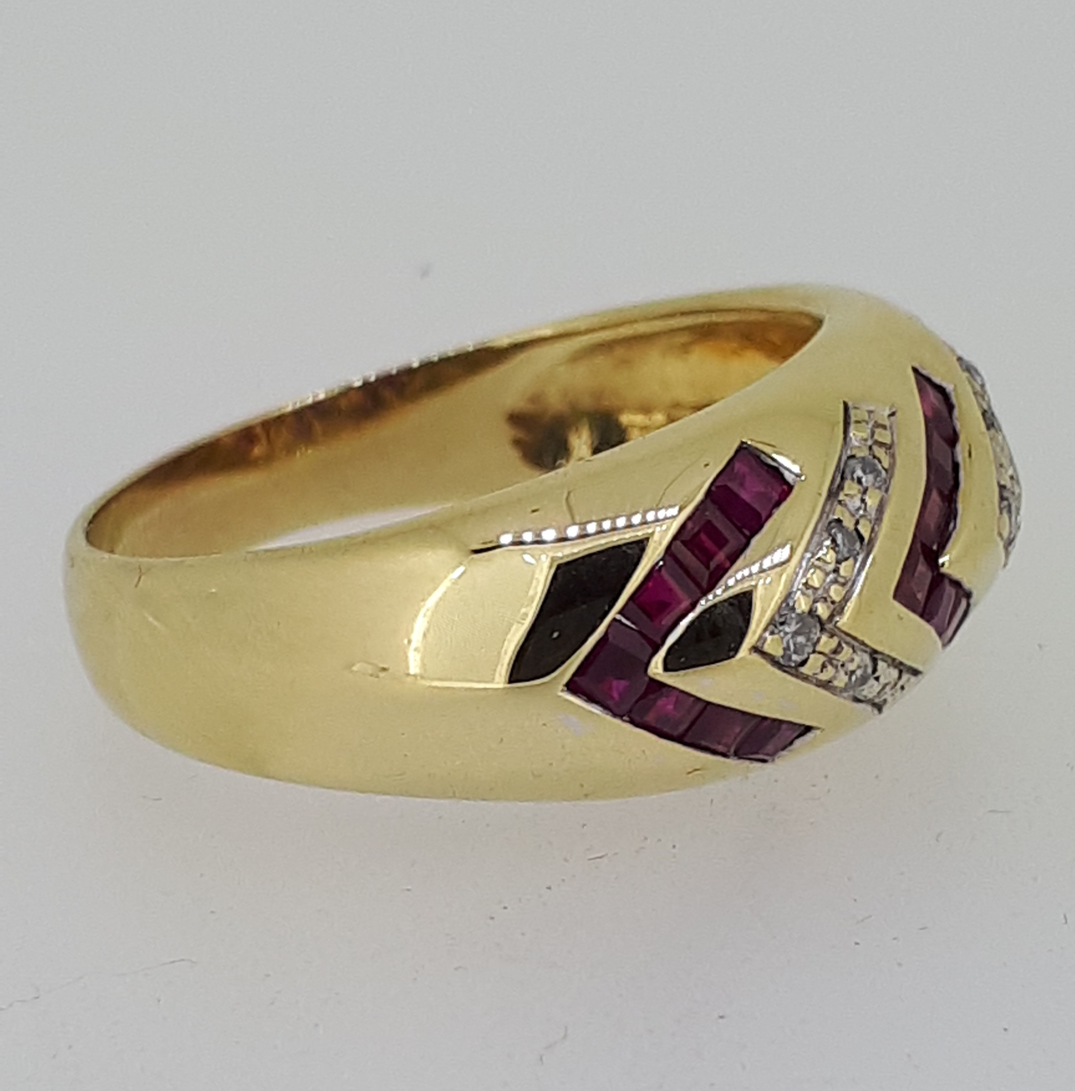 18ct (750) yellow Gold Ruby & Diamond Heavy Ring - Image 4 of 5
