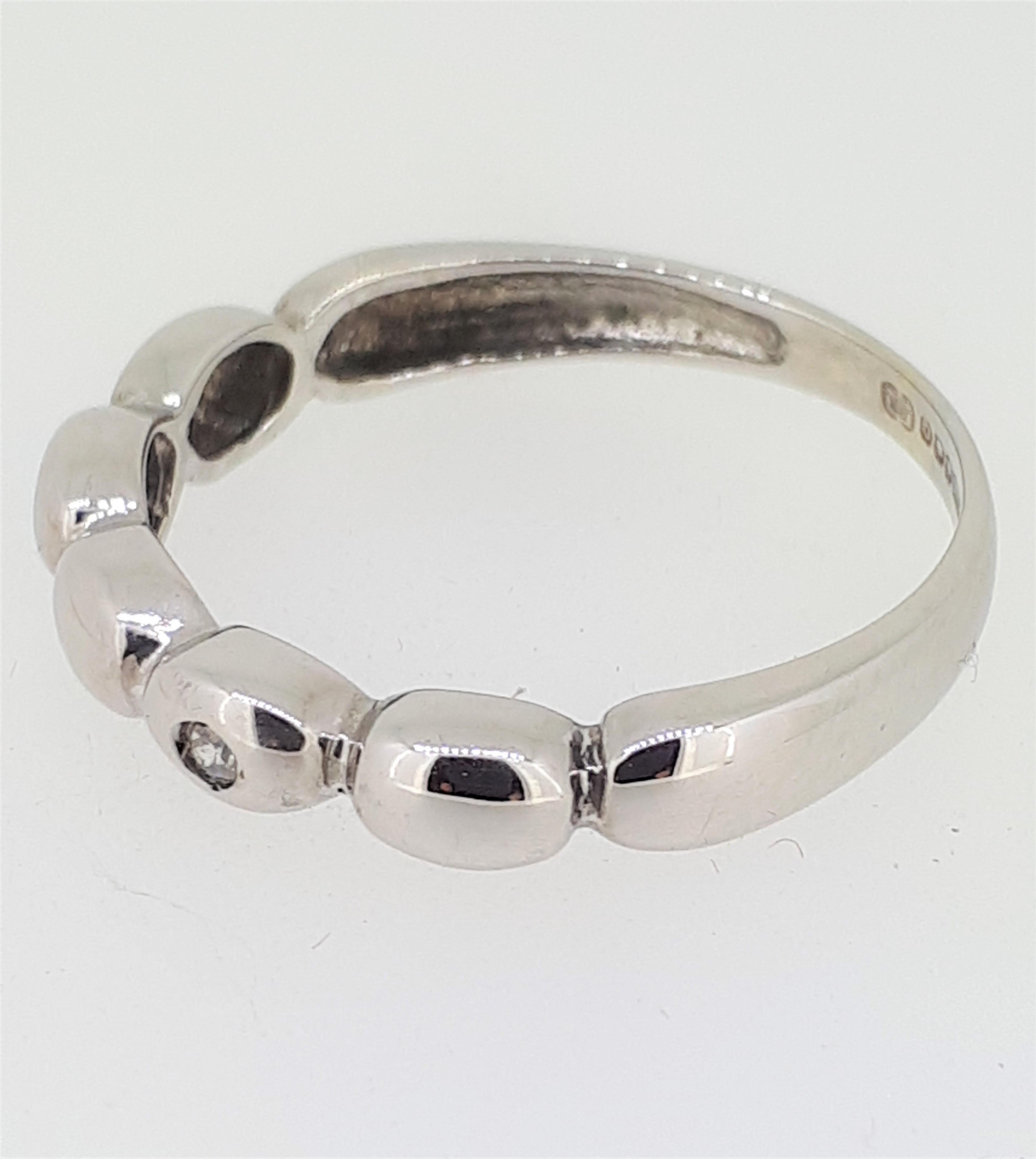14ct (585) White Gold & Diamond Five Bead Ring - Image 3 of 6