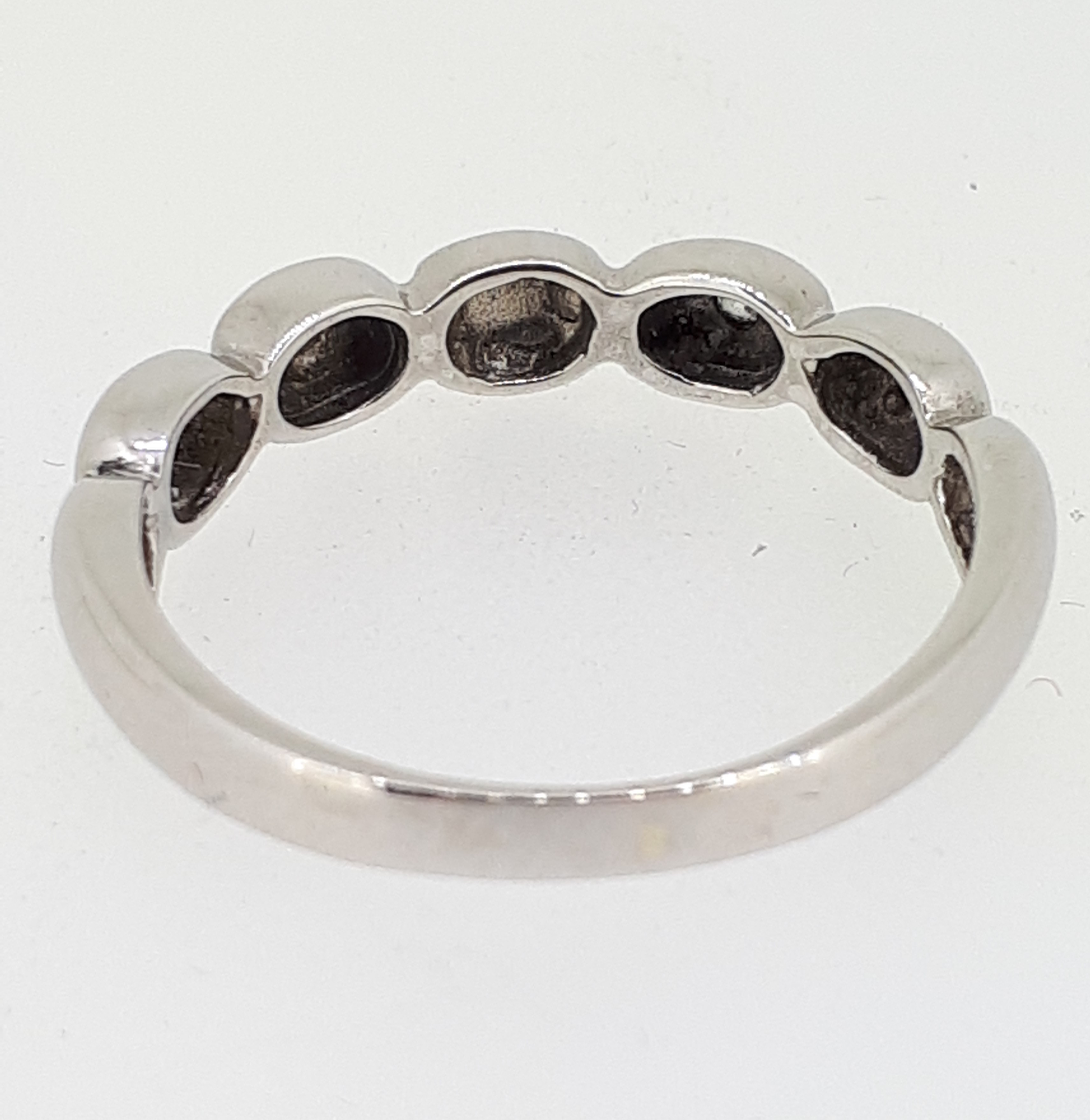 14ct (585) White Gold & Diamond Five Bead Ring - Image 6 of 6