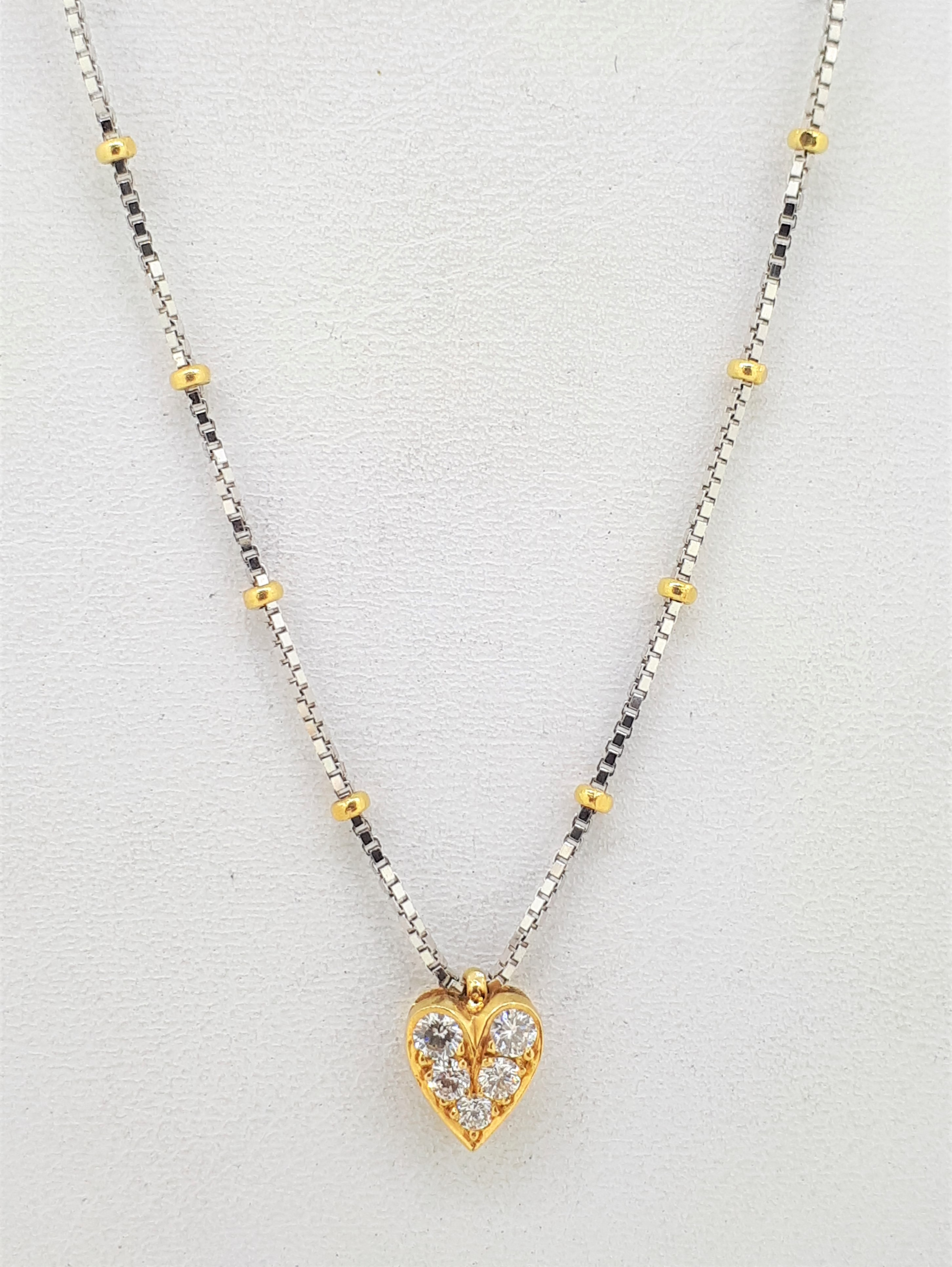 """18ct Yellow Gold 0.10ct Diamond Set Heart on a White Gold Box Chain & Yellow Gold Ball Links - 18"""" - Image 3 of 3"""