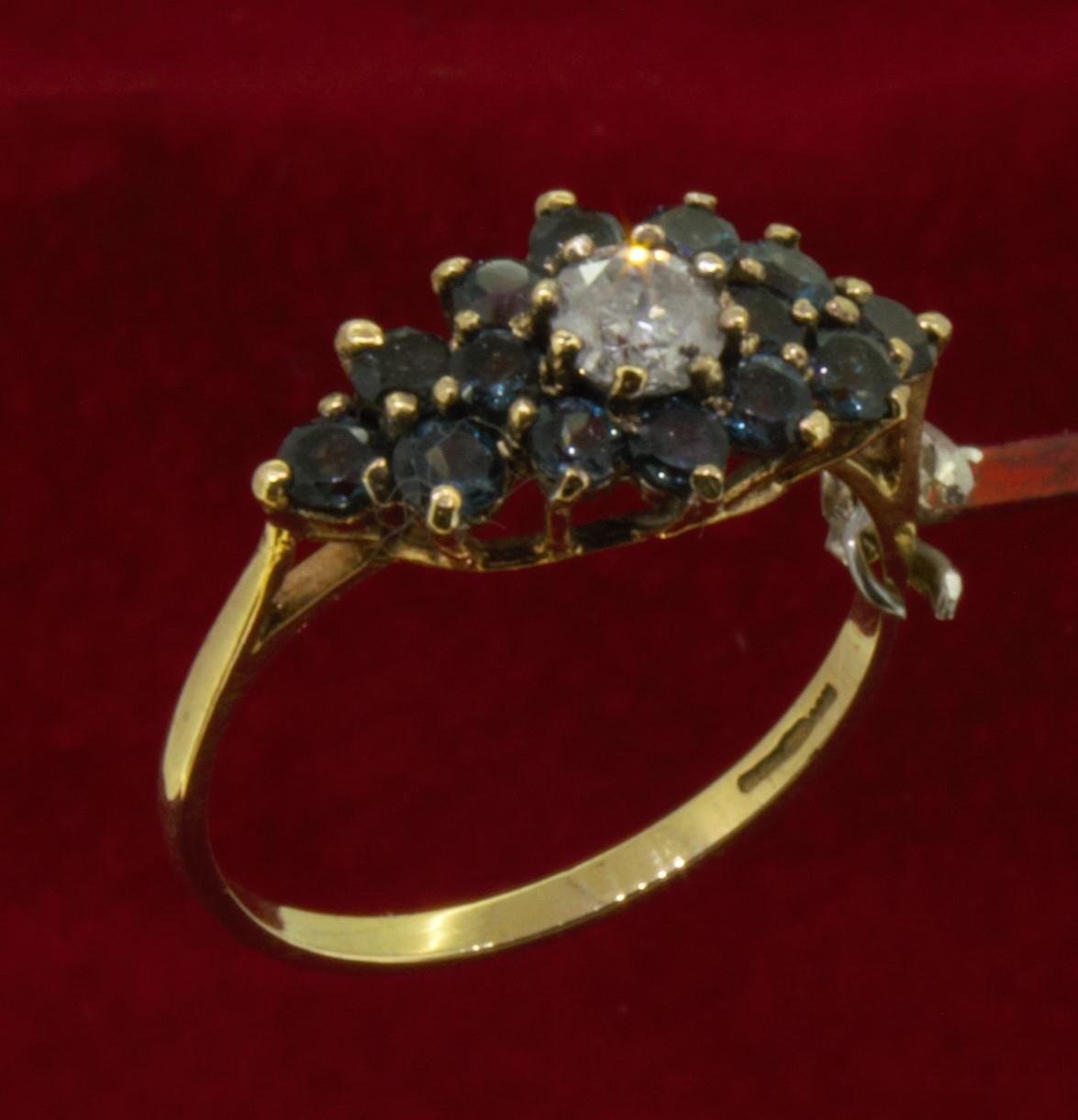 9ct (375) Yellow Gold 0.25ct Diamond & London Topaz Cluster Style Dress Ring