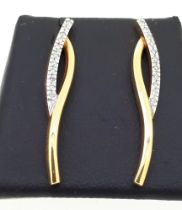 18ct (750) Yellow Gold Diamond Long Stud Earrings