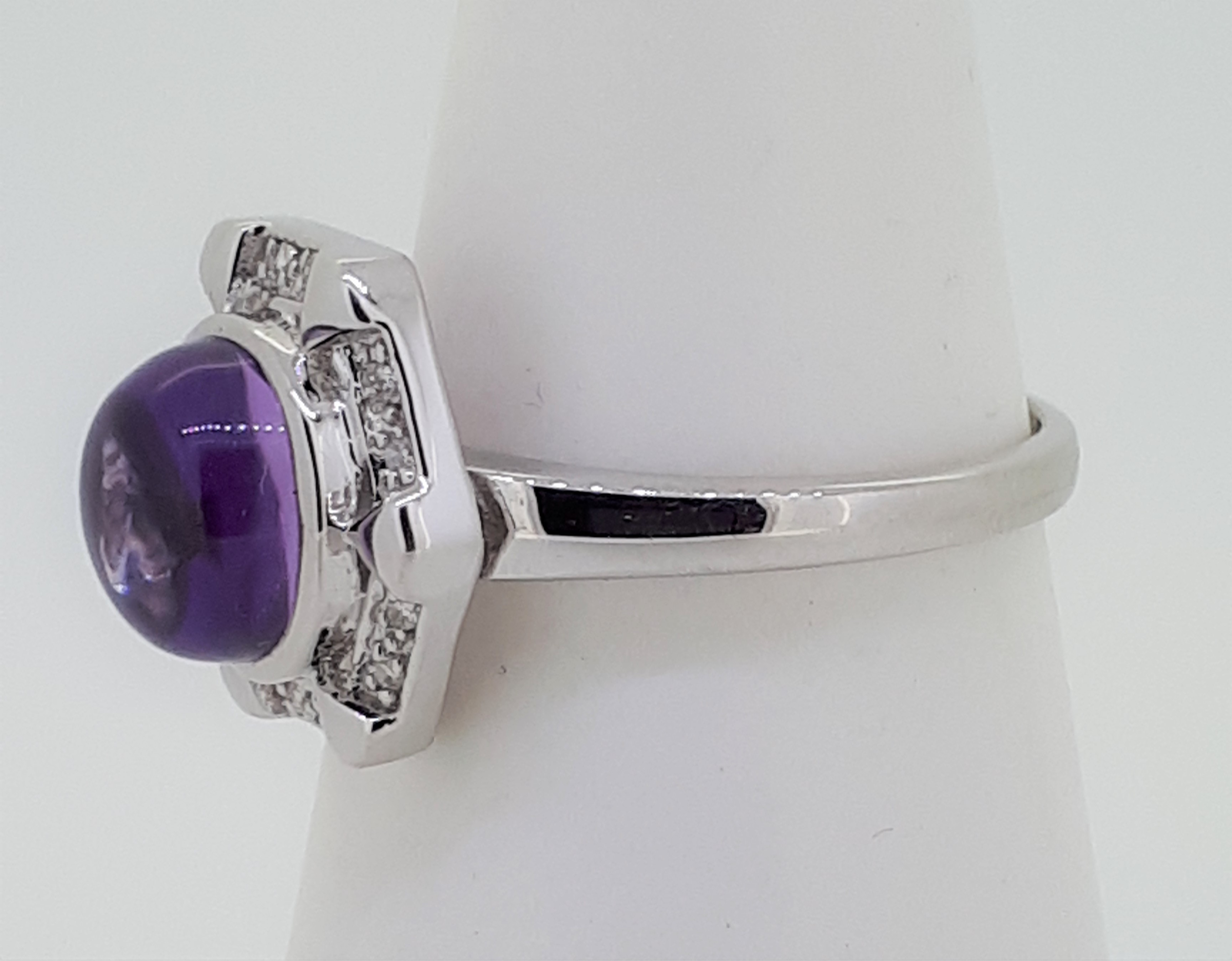 9ct White Gold Cabochon Amethyst & Diamond Ring - Image 3 of 4