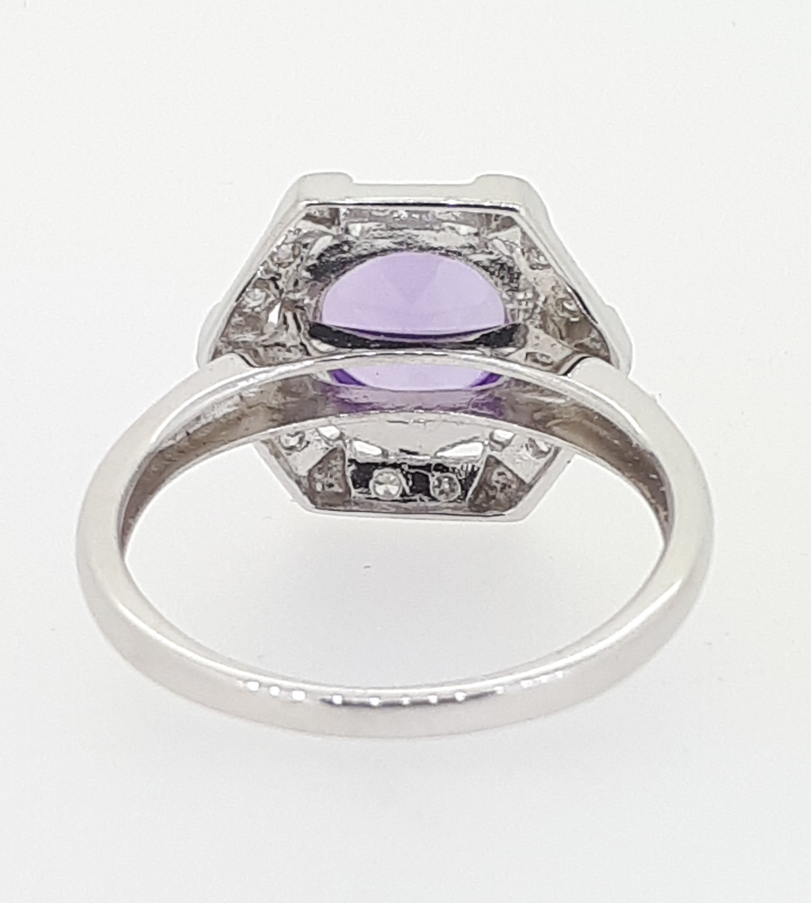 9ct White Gold Cabochon Amethyst & Diamond Ring - Image 4 of 4