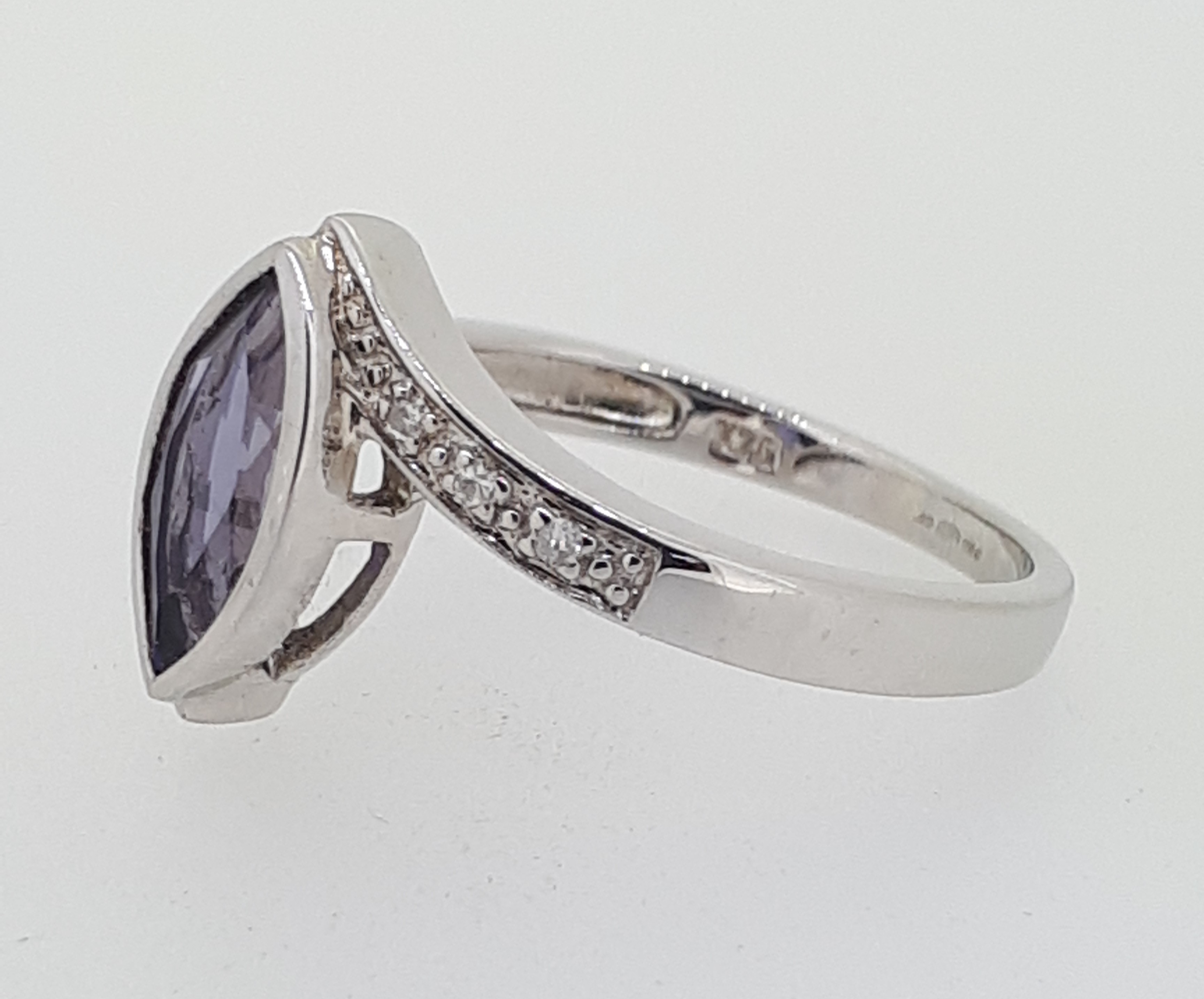 9ct (375) White Gold Diamond & Marquise Iolite Crossover Ring - Image 4 of 5