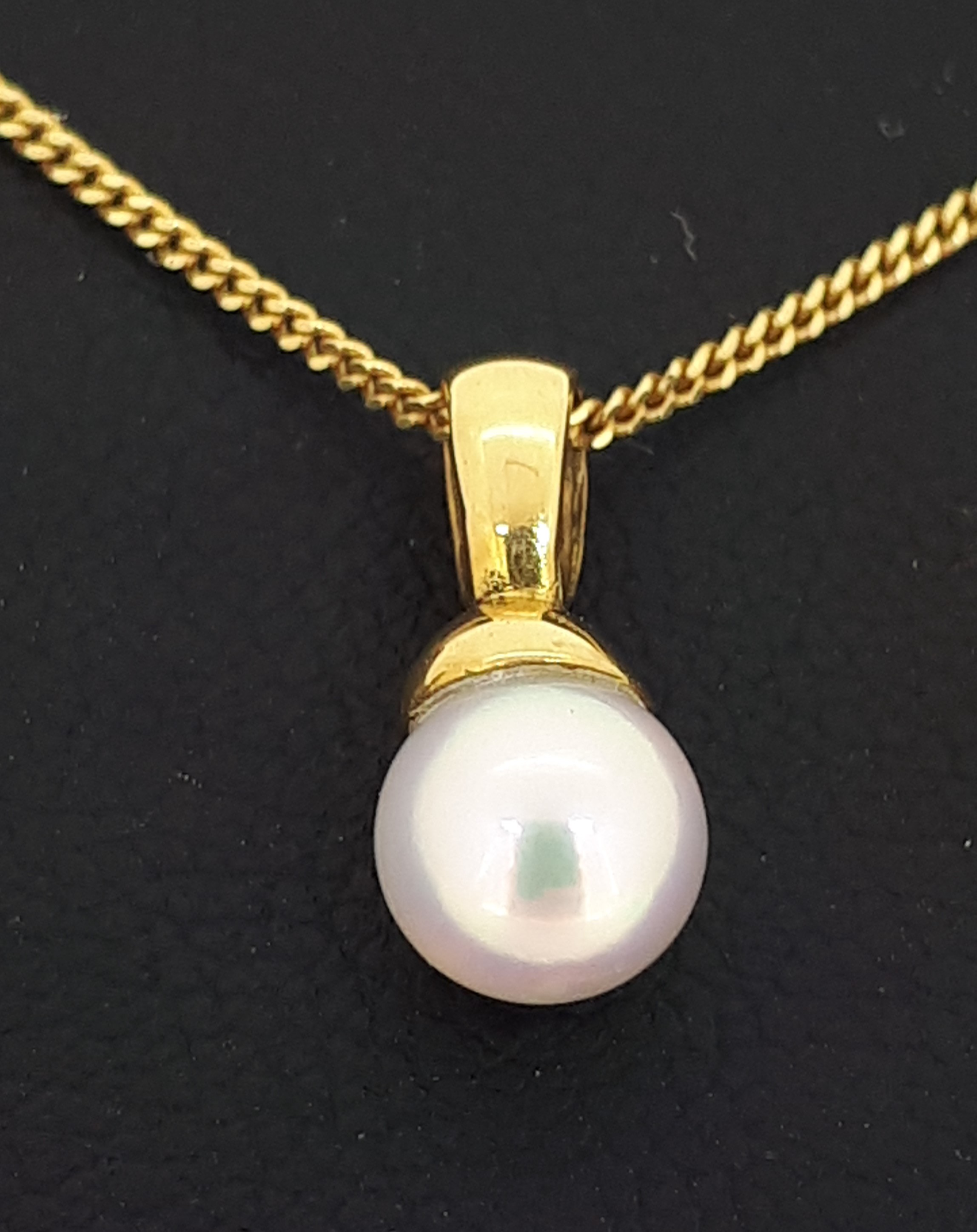 18ct (750) Yellow Gold 5.5-6mm Pearl Pendant on 18ct Yellow Gold Curb Chain - Image 3 of 4
