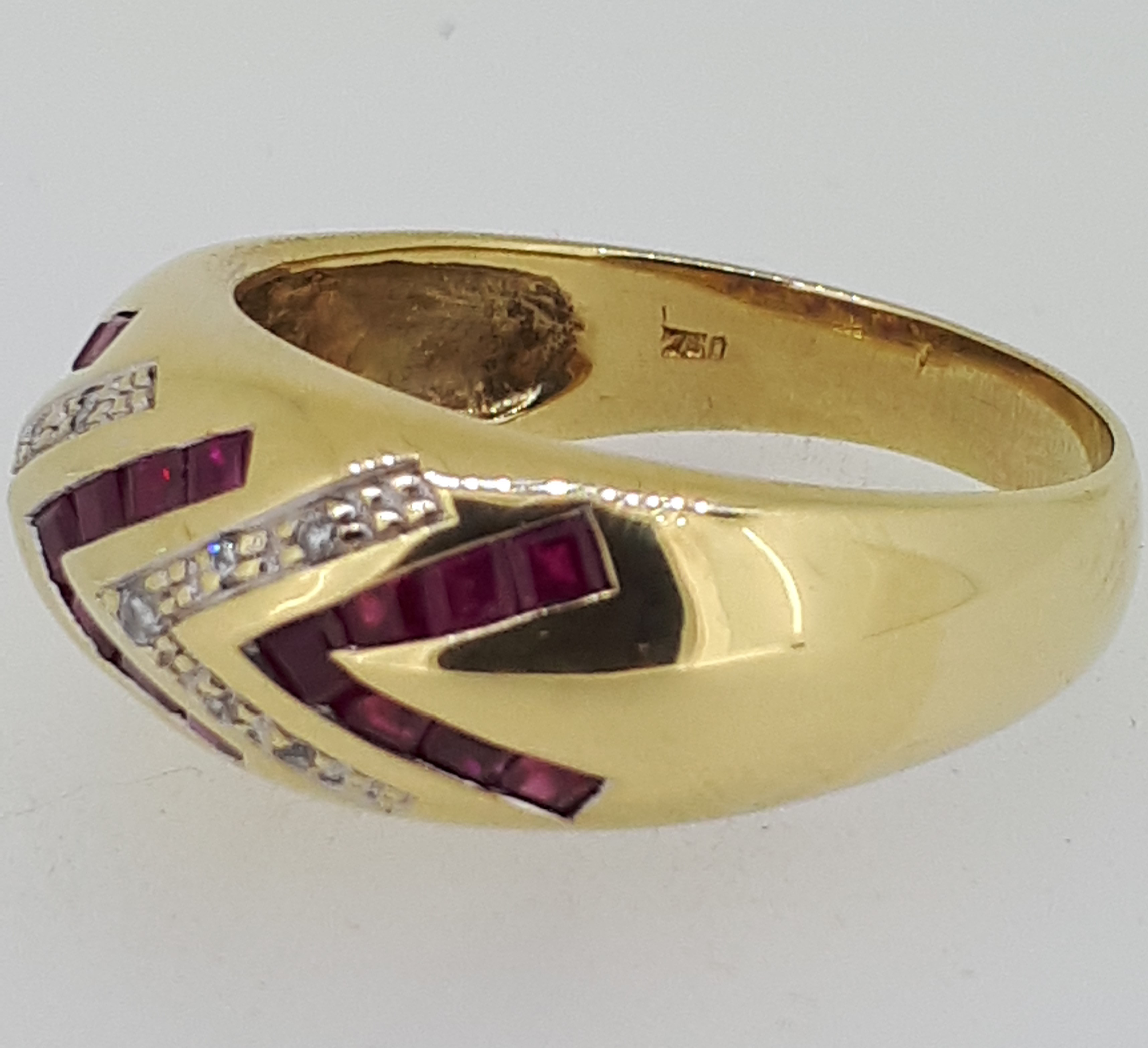 18ct (750) yellow Gold Ruby & Diamond Heavy Ring - Image 2 of 5