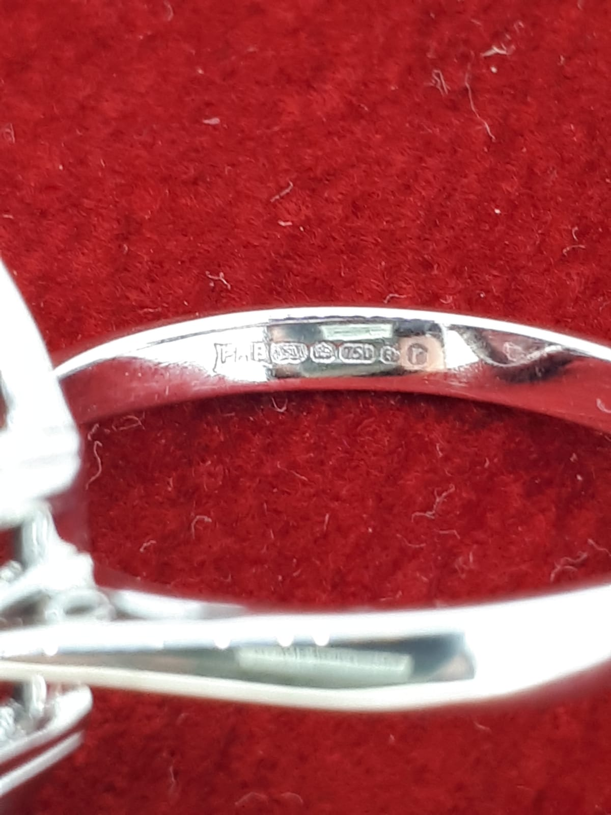 18ct 750 White Gold Oval Garnet Carbuncle Ring - Image 5 of 5