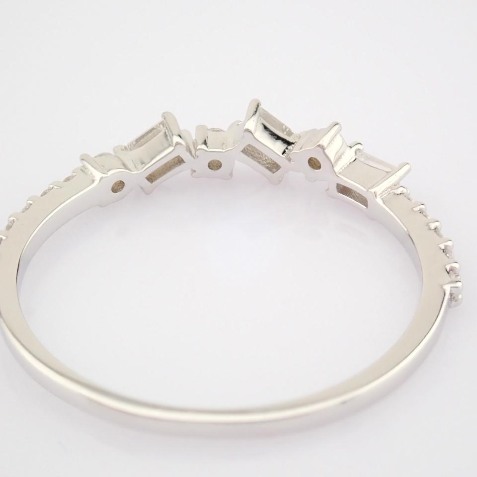 HRD Antwerp Certified 14k White Gold & Diamond Ring (Total 0.19 Ct. Stone) 14k White Gold Ring - Image 2 of 9