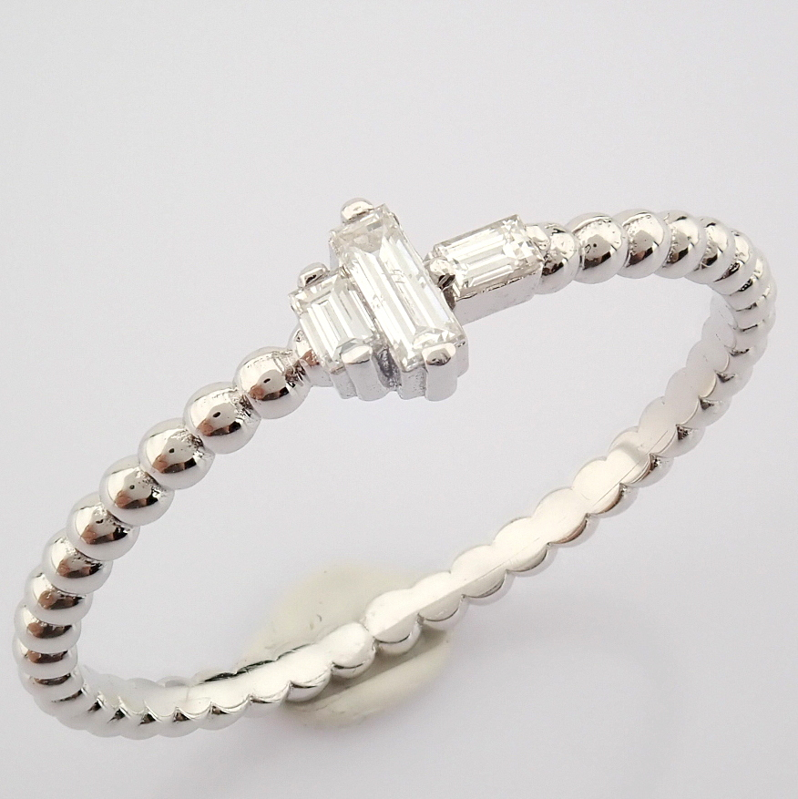 HRD Antwerp Certified 14K White Gold Diamond Ring (Total 0.12 Ct. Stone) 14K White Gold Ring - Image 8 of 8