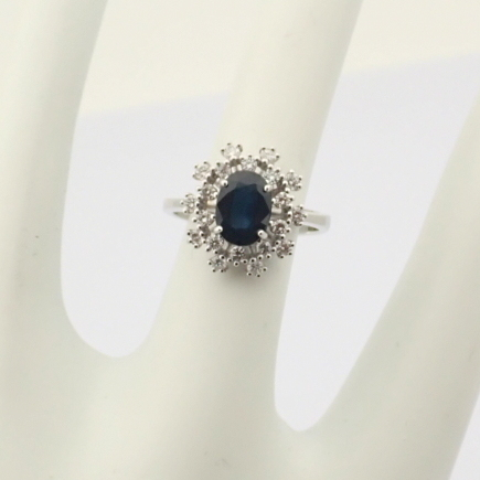 HRD Antwerp Certified 18K White Gold Sapphire Cluster Ring Total 1.45 Ct.   18K White Gold Ring - Image 3 of 6