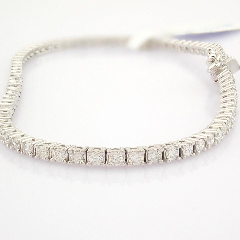 HRD Antwerp Certified 14K White Gold Diamond Bracelet (Total 2.06 Ct. Stone) 14K White Gold Bracelet
