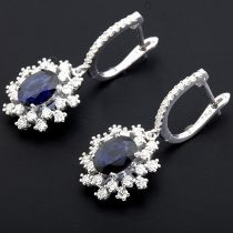 HRD Antwerp Certified 18K White Gold Sapphire Cluster Earring Total 3,60 Ct.   18K White Gold