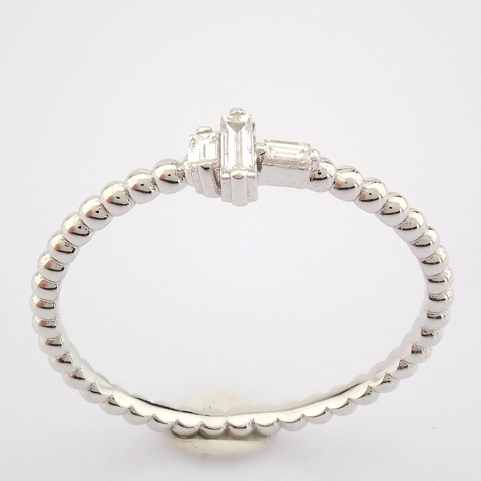HRD Antwerp Certified 14K White Gold Diamond Ring (Total 0.12 Ct. Stone) 14K White Gold Ring - Image 7 of 8