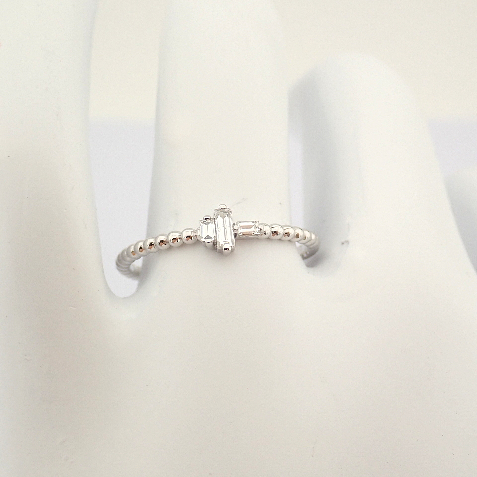 HRD Antwerp Certified 14K White Gold Diamond Ring (Total 0.12 Ct. Stone) 14K White Gold Ring - Image 5 of 8